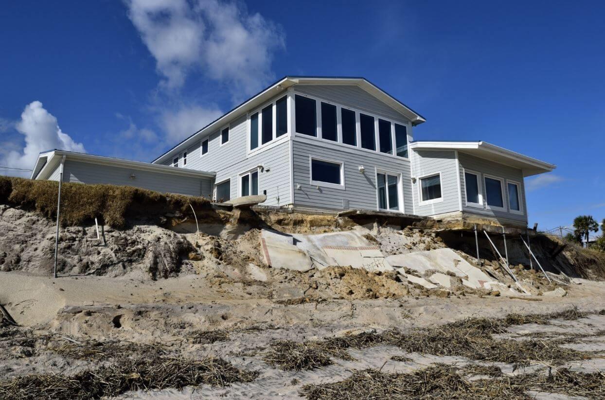 Source: https://pixabay.com/en/beach-erosion-hurricane-matthew-1826121/